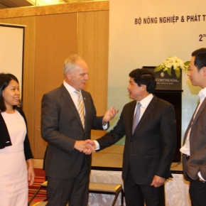 Vietnam agriculture officials and CGIAR draw up priorities for joint research in 2018-2020